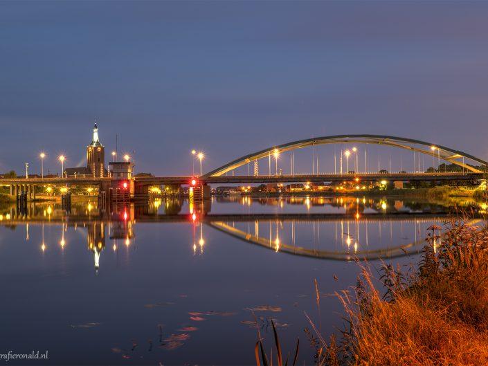 hasselt stadsfront brug avond